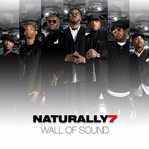 Naturally 7 dans le métro à Paris